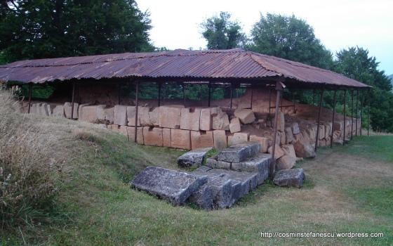 COSTEŞTI - Orăştie ruine din cetatea dacică