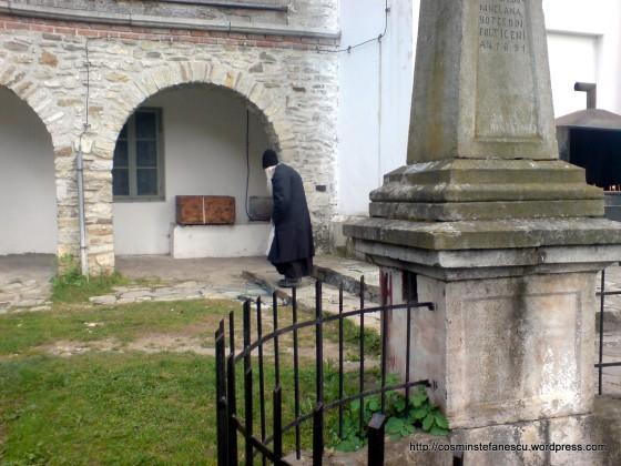 Batrânul preot de la Mânăstirea Neamțului - Foto Cosmin Ștefănescu