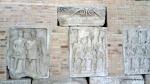 Metopa Nr. XLIII Stegari prezentand drapelele imparatului -Muzeul Tropaeum Traiani - Adamclisi, Romania (2)