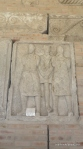 Metopa Nr. XLVII - Doi captivi daci tinuti in lant de un soldat roman - Muzeul Tropaeum Traiani - Adamclisi, Romania - Foto Cosmin Stefanescu (1)